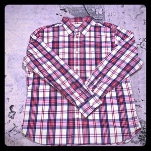 New without tags. Old Navy plaid slim fit shirt L
